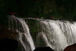 CASCATA DELLE MARMORE VISITA IN NOTTURNA tra i sentieri della cascata