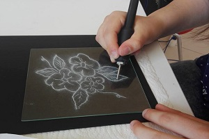 Glass engraving workshop in PIEGARO in UMBRIA
