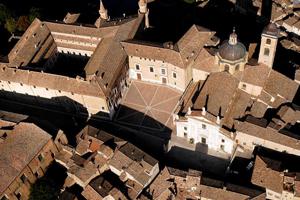 Urbino... al centro!  SPECIALE GRUPPI (da 31 a 54 pax) PERCORSI GUIDATI DI UNA GIORNATA