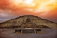 Pirámides de Teotihuacán al atardecer