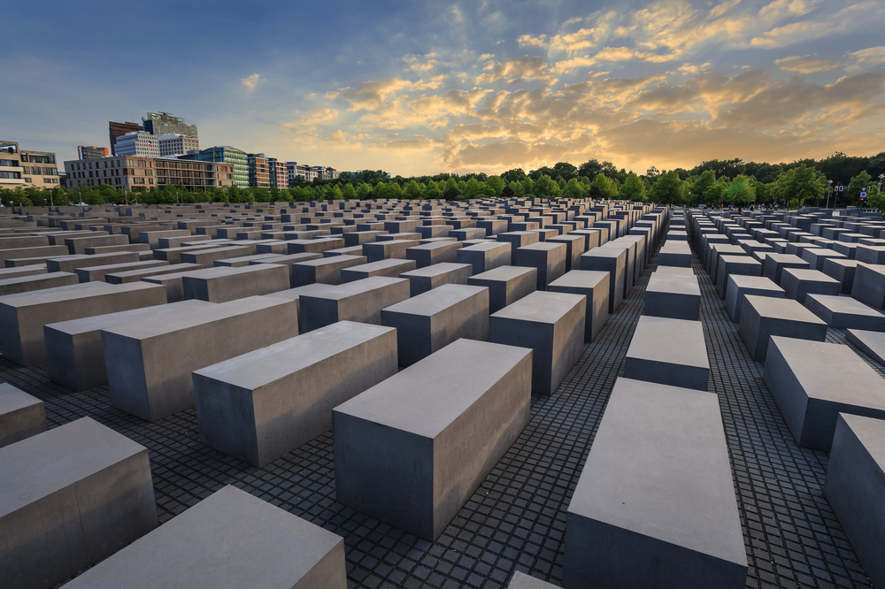 an introduction to the history of holocaust memorial in miami