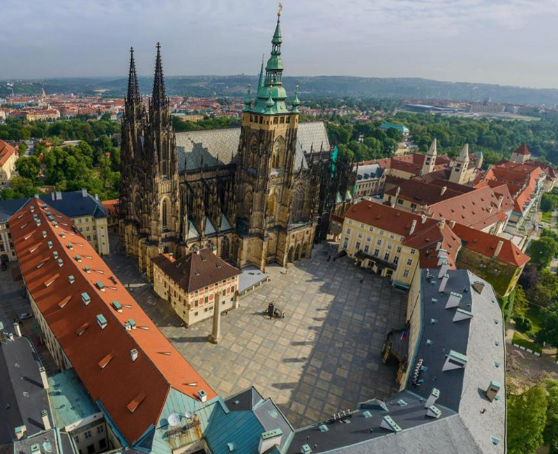 Prague Castle and Royal District: 3-Hour Guided Tour