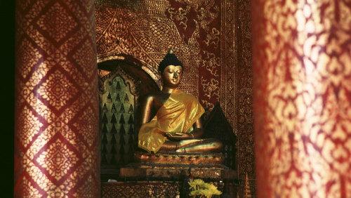 Phra Singh Temple, Warorot Market & Ping River Cruise - 9.00am