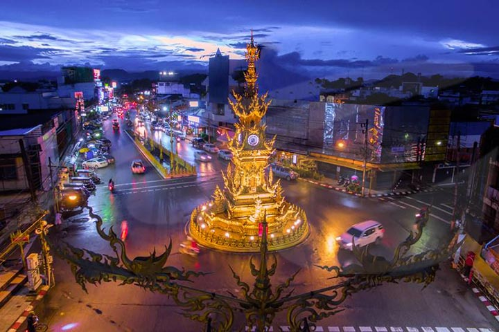 City Night Tour with Thai Classical Dance, Dinner & Trishaw Ride