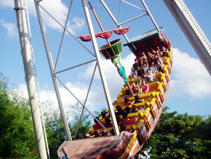 Dreamworld Theme Park with Roundtrip Transfers