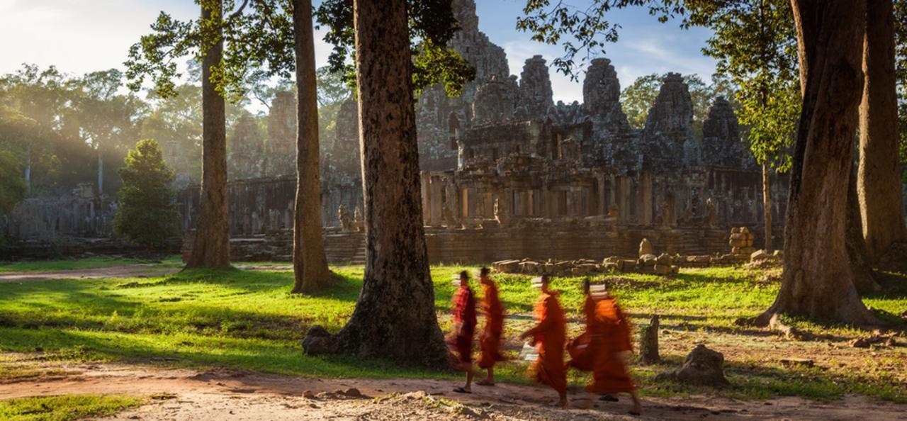 Bike Angkor at Twilight ( Small Group tour )