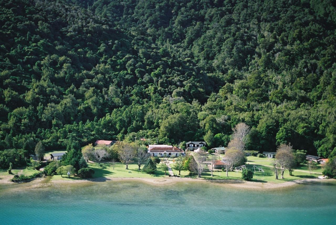 Queen Charlotte Track - 5 Day Classic Guided Walk - Furneaux Lodge, Punga Cove & Lochmara Lodge (2 nights)