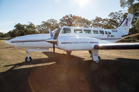 Saffire Transfer Twin Engine Plane (1-6 Pax) Tasmania Australia