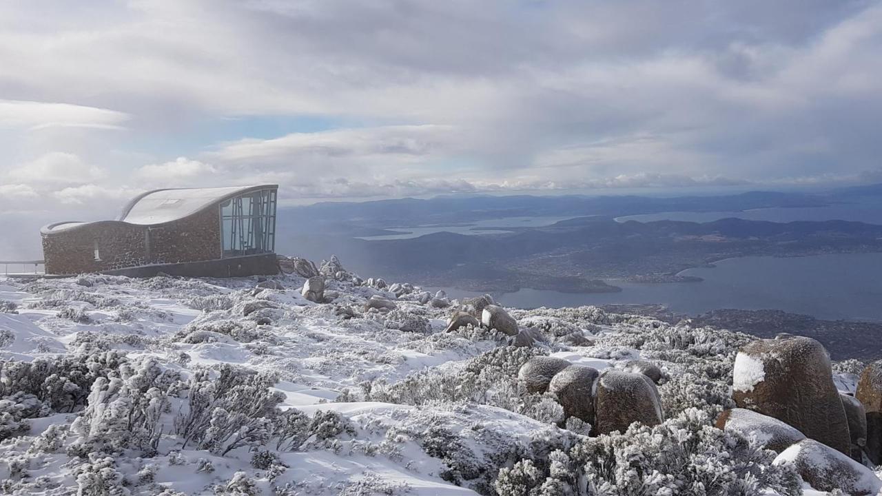 kunanyi/MT WELLINGTON EXPLORER BUS: THE SPRINGS TO SNOW