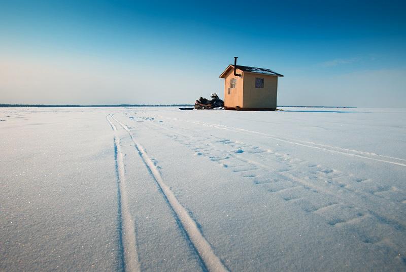 Borealis Basecamp: Snow Machining 雪地車