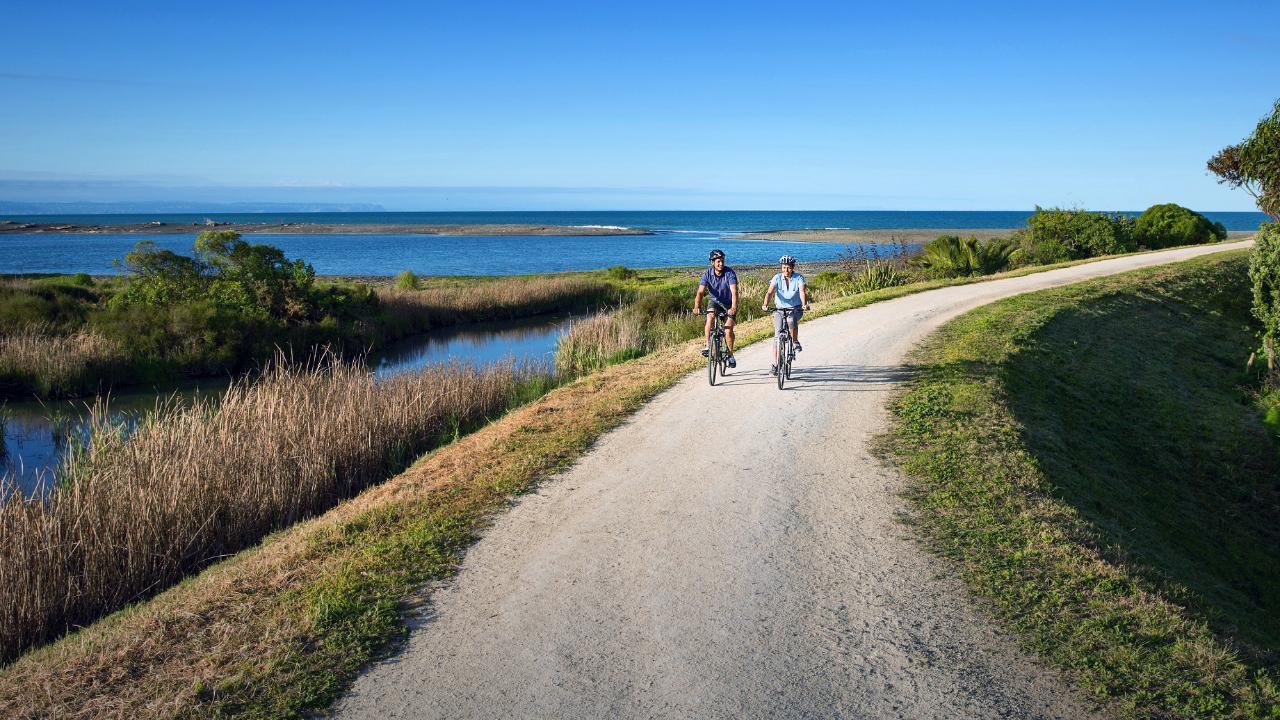 Ahuriri to Cape Coast (26 km, 3 wineries)