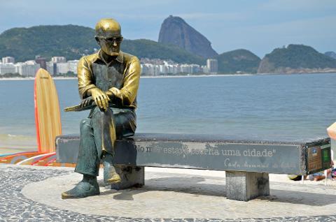 08_Copacabana___est__tua_Carlos_Drummond_de_Andrade