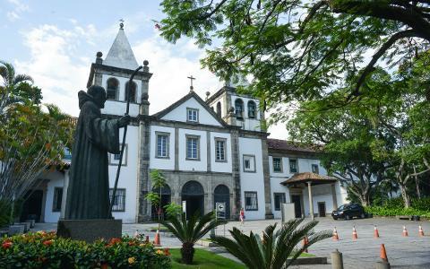 1116a2678c6c4a0daa58b9d6f36fa91f08_Monastery_of_Saint_Benedict_Outside