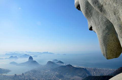 1233465bf0734697b83aebf70a7338c003_Christ_the_Redeemer_and_Rio_de_Janeiro