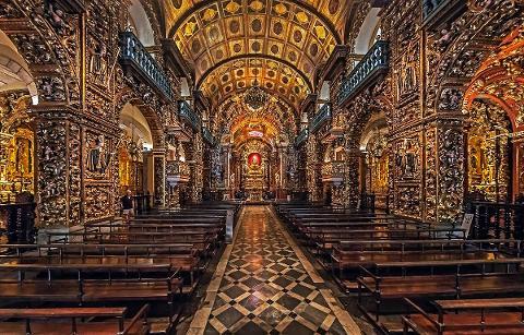 1ca1813d50134b9ea6d0b36af519a10a09_Monastery_of_Saint_Benedict_Inside
