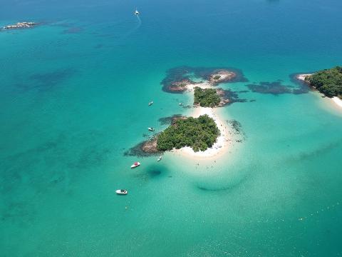 Ilha Grande con Paseo en Barco y Almuerzo