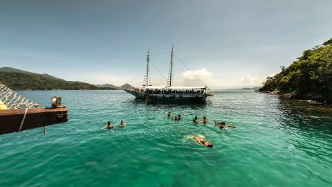 Ilha Grande com Passeio de Barco e Almoço
