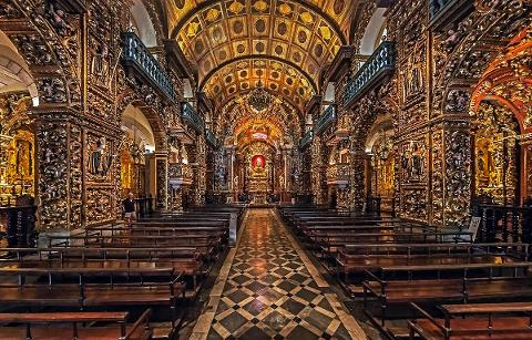 7d1661908d584a4680c8c1e45da4abf109_Monastery_of_Saint_Benedict_Inside