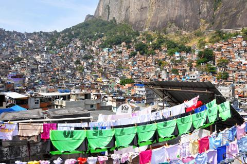 86bcbfc7397748b1978c26d23541d26804_Favela_Tour_RT