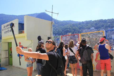 a0d6b711d32849c6893ccd83e6ec427e03_Favela_Tour_BAL