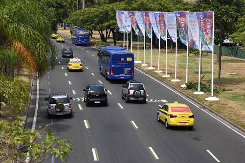 Transfer Airport (GIG or SDU) x Hotel - Bilingual Driver Guide - Sedan 1-3 PAX - Price per Vehicle