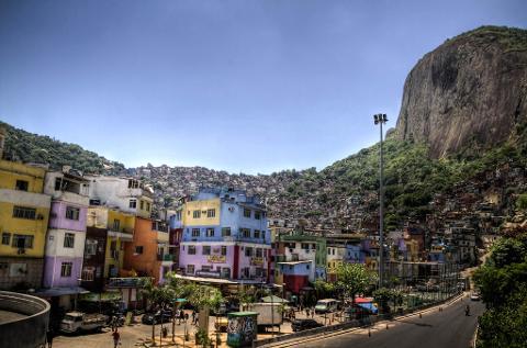 b1473a7f59d641978b80634bb25996ee02_Favela_Tour_Flickr