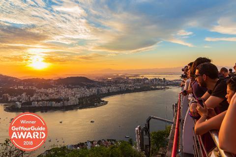 Rio Christusstatue und Zuckerhut bei Sonnenuntergang