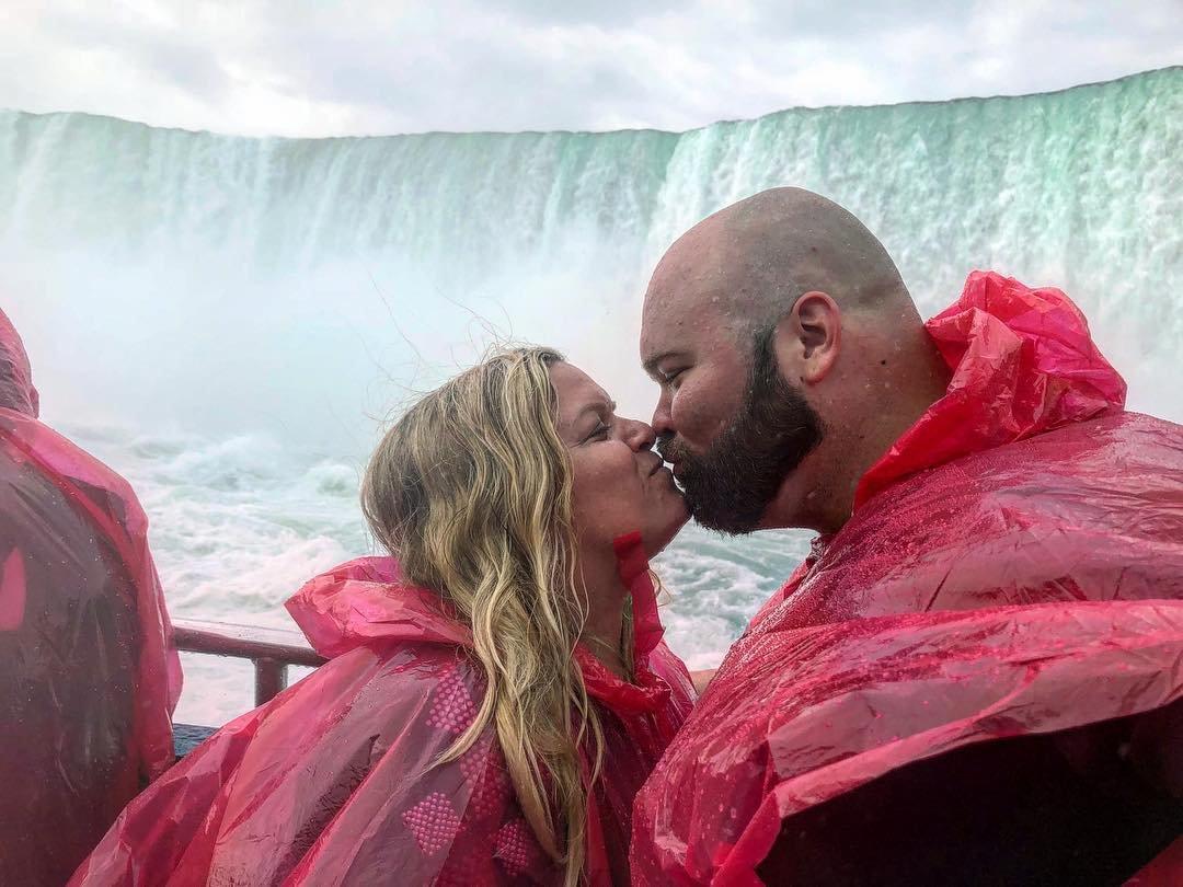 9 Hours Luxury Private Niagara Falls Tour ( 2 Guests )
