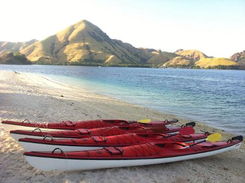 2 Days Guided Komodo Kayaking Tour
