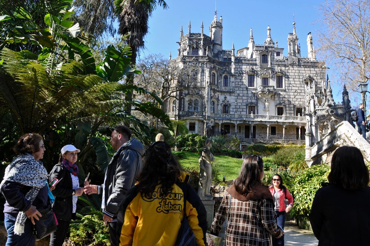 PREMIUM SINTRA TOUR (REGALEIRA + PENA PALACE GUIDED VISIT AND DRIVER)