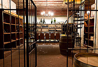 Extensive Tour and Reserve Wine Tasting