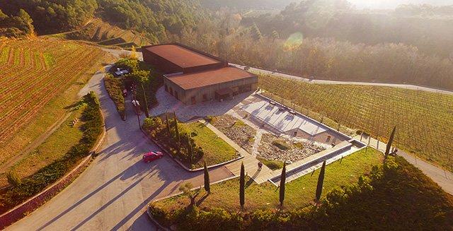 Our classic winery tour & tasting / Visita a bodega y degustación / Visita i tast clàssic