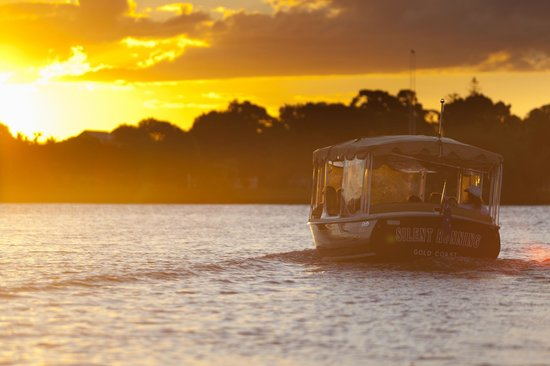Sunset cruise on the Trevi Jay for up to 6 People (With driver & champagne included)