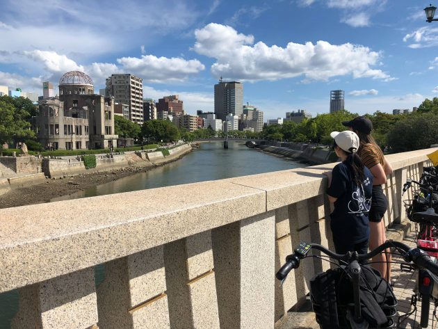 広島の街に残る被曝遺産を地元ガイドと自転車で巡るピースツアー