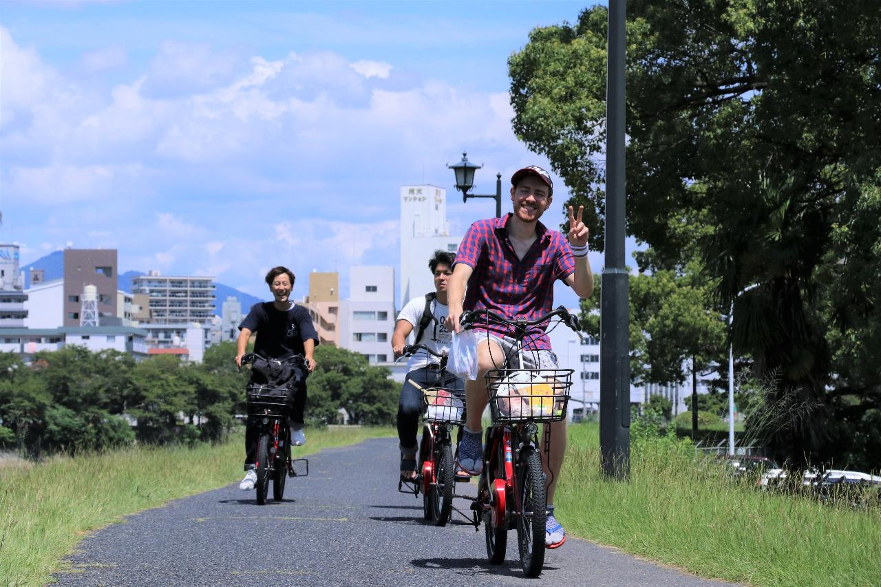 Custom-Made Cycling Tour of Hiroshima with a Local Guide