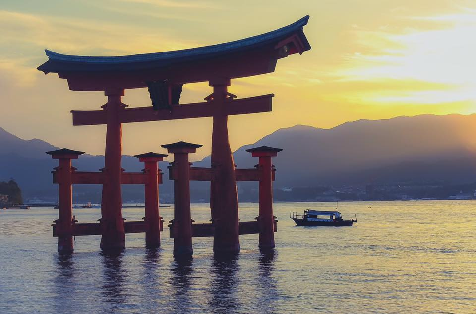 Indulge in the Spectacular View of Itsukushima Shrine on a Relaxing Cruise
