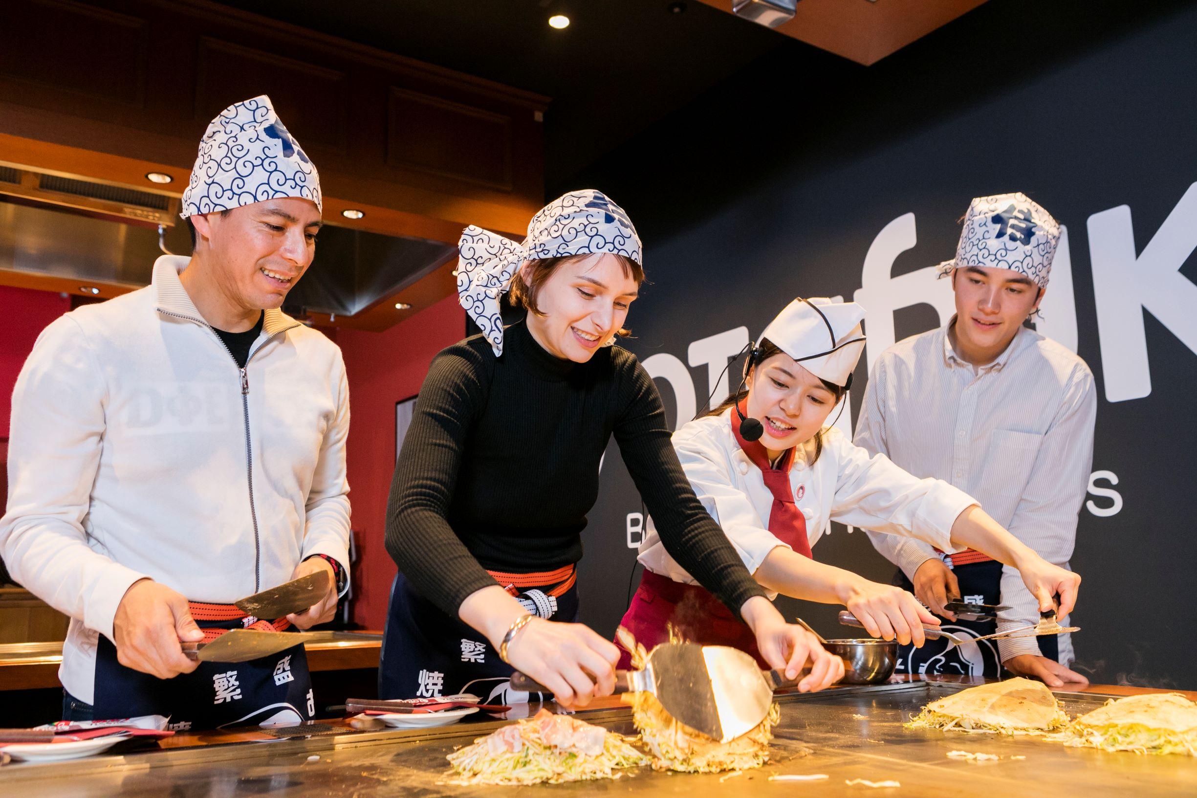 広島を代表するグルメお好み焼き作り体験!
