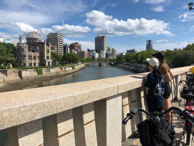 騎著腳踏車跟著當地導遊走訪廣島原爆遺產的和平之旅