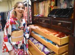 淺草振袖散策體驗<可以穿著日劇「大奥」中實際使用的和服打掛拍照留念>