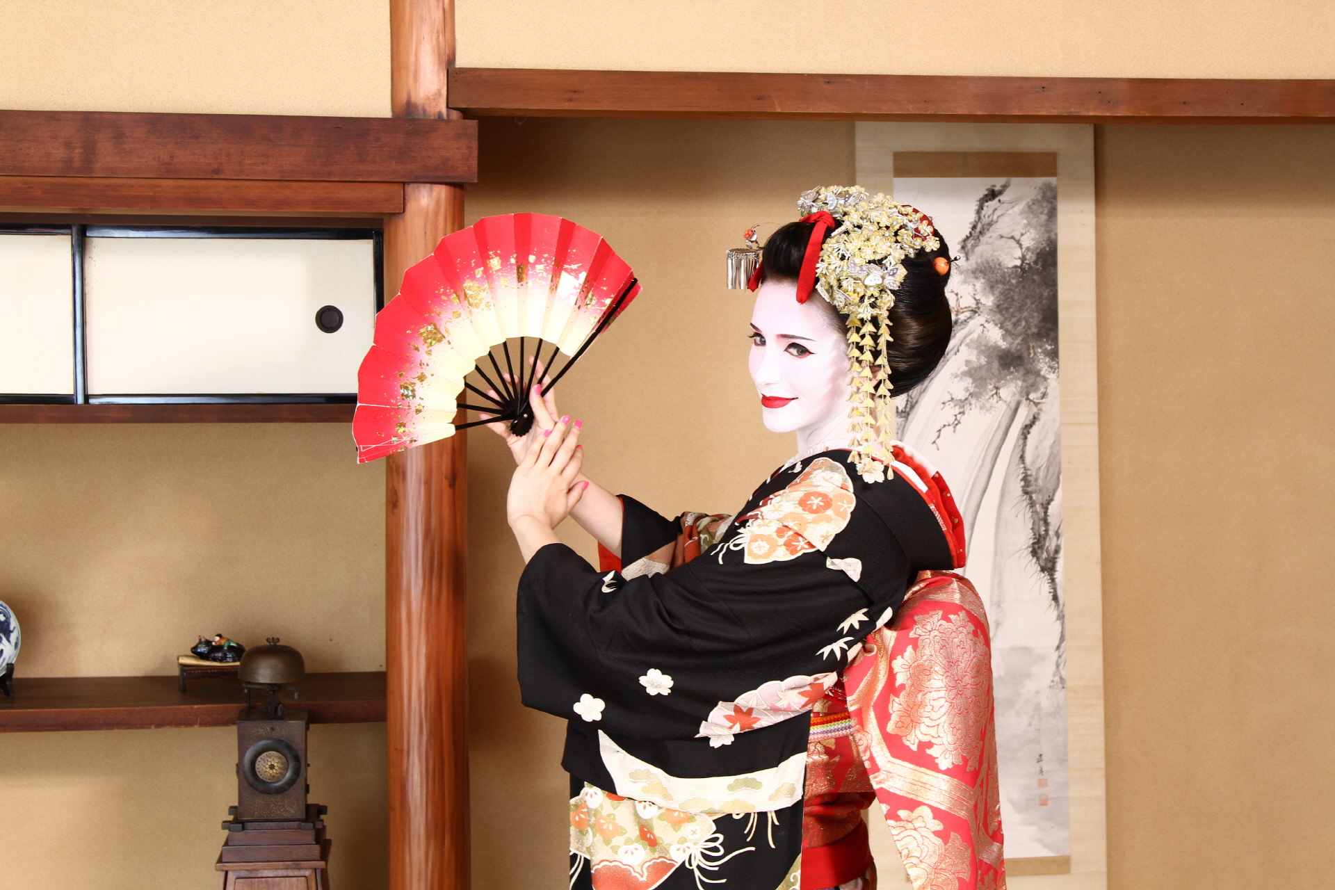 Transform into a Beautiful Maiko and Have a Photoshoot!