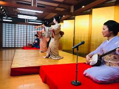 【Kaminari 5656 Kaikan】Geisha Entertainment Show including Multi-course Japanese Meal(With English interpreter)/ 芸者お座敷遊び‐会席料理プラン(英語通訳付き)