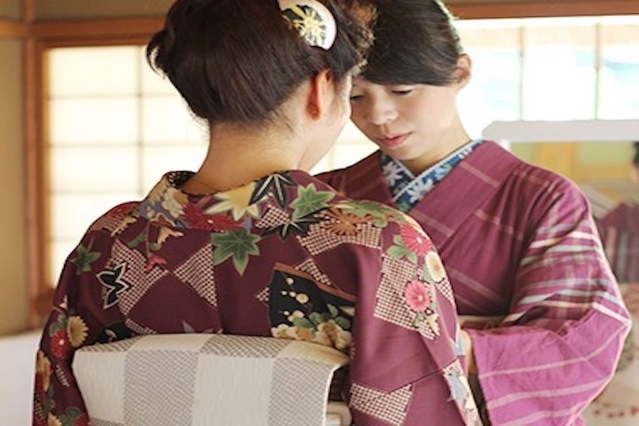 Tea Ceremony & Shukkeien Garden: Delve into Hiroshima's History in Kimono