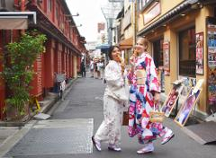 기모노 차림으로 아사쿠사 산책 플랜 <인기 드라마「오오쿠」에서 실제로 사용 된 우치카케를 입고 기념 촬영 가능!>