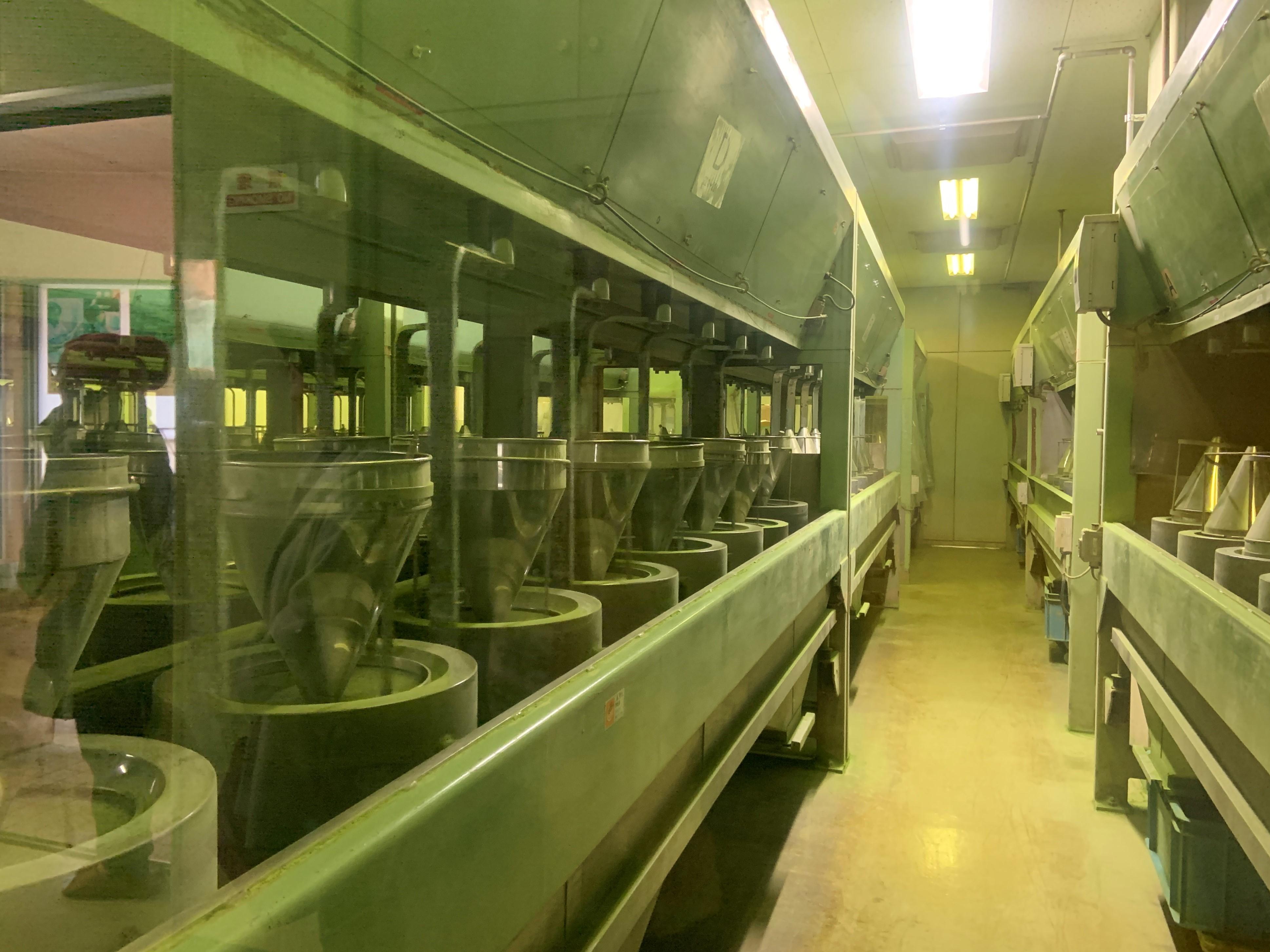 抹茶の一大生産地で茶葉が抹茶になるまでを見学&抹茶点て体験