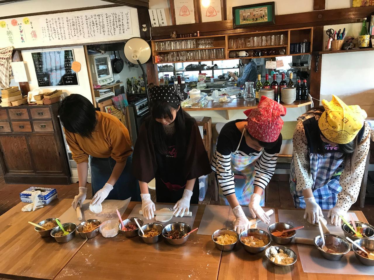 "Dacha (Russian Villa) in Hakodate: Making Baked ""Pirozhki"" at a Rustic House Café"