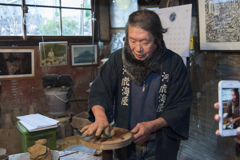 有名作家が教える常滑焼の陶芸体験