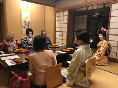 東京スカイツリーが見えるホテルで浅草芸者とお座敷遊び