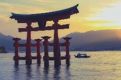 "Spectacular Cruise Tour Around Miyajima: Discover ""God's Island"" & Lunch (Sunday Only)"