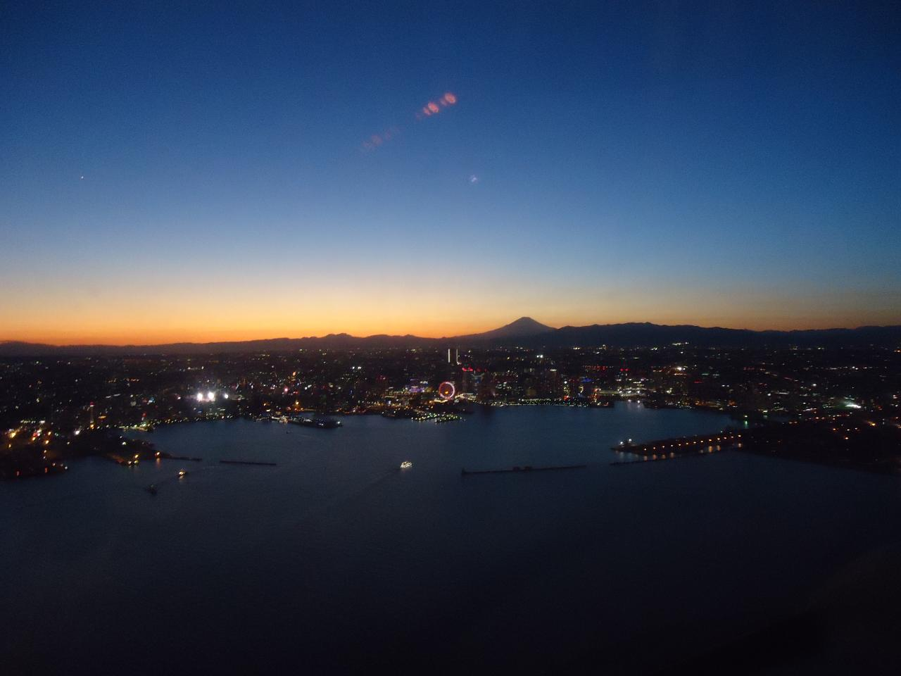 【Yokohama Sky Cruise】/Riding a Helicopter 10 min. after the Sunset (chartered)/ ヘリコプター日没後10分コース(貸し切り)