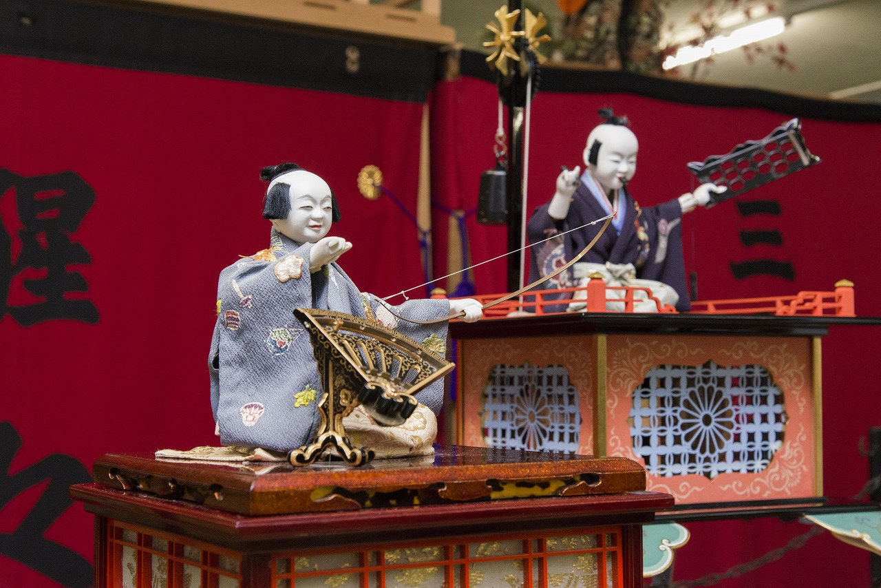 Watch a Unique Japanese Karakuri Doll Performance & Wear an Authentic Kimono